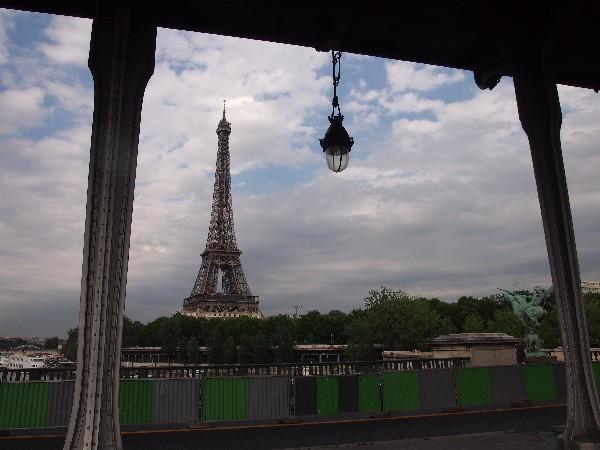 파리, 센느 강 다리 위에서