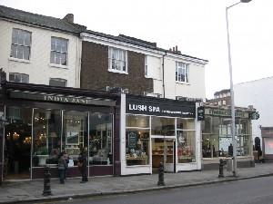 런던의 청담, 사치갤러리 & 킹스로드