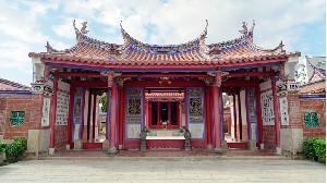 옛 항구마을의 빨간 벽돌길을 거닐다 – 루강 鹿港