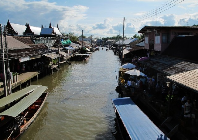 물 위의 만물시장, 방콕 암파와 수상시장