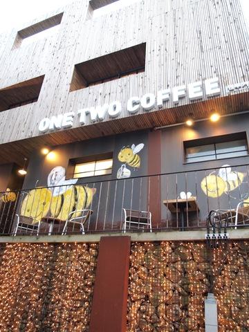 눈 내리는 창밖을 보며 커피 한잔, 삼청동 ONE TWO COFFEE