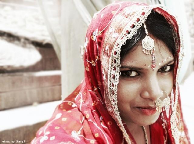 꽃처럼 아름다운 인도의 신부, 함께 춤을 출까요?