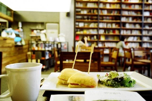책 읽기 좋은 날, 홍대 북 카페로 가자