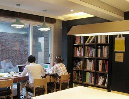 디자인북이 있는 나만의 작업실, 홍대 카페 정글!