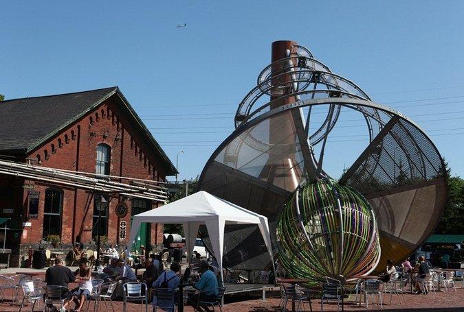 토론토 세계 최대 양조장이 아트센터로!