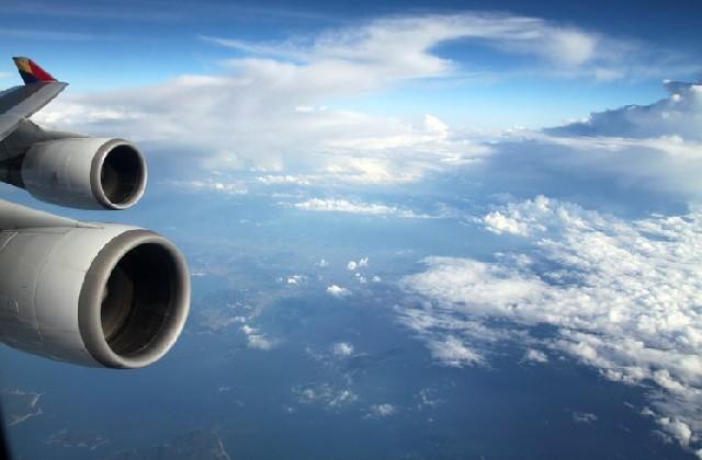 아기와 비행기 여행, 아기띠 하면 안전할까?