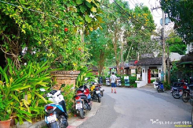 태국 북부 산 위의 마을, 작지만 활기찬 빠이를 산책하다
