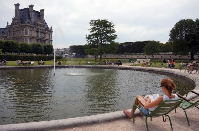 아이와 함께 파리 여행하는 부모님들을 위한 관광지 옆 놀이터