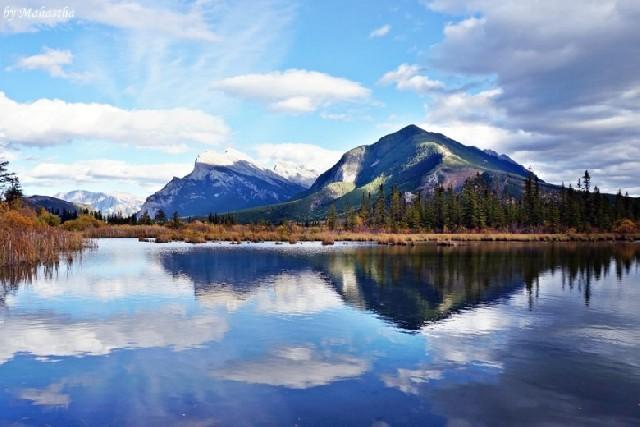 독특한 붉은 호수, 캐나다 버밀리온 호수!