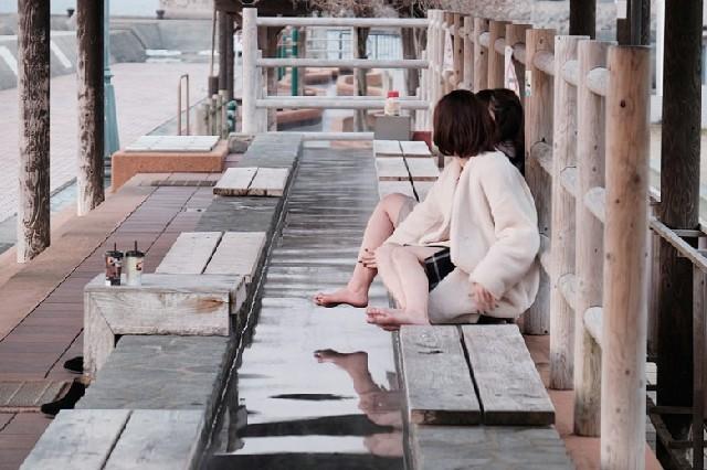 해변을 거닐고 골목길을 누비며 느끼는 오바마의 매력