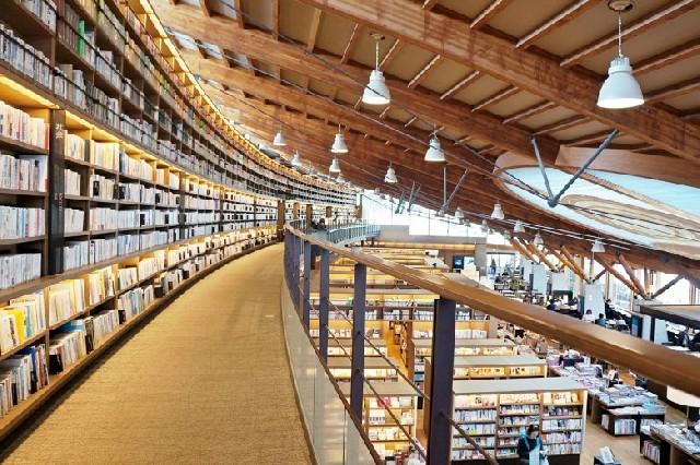 책 향기 따라 연간 100만여 명이 찾는 다케오 시립도서관