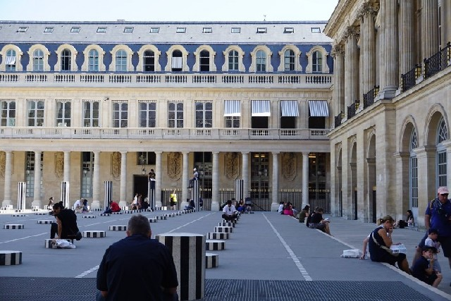 파리지앵의 오후 풍경, 파리 팔레 루아얄 Palais Royal