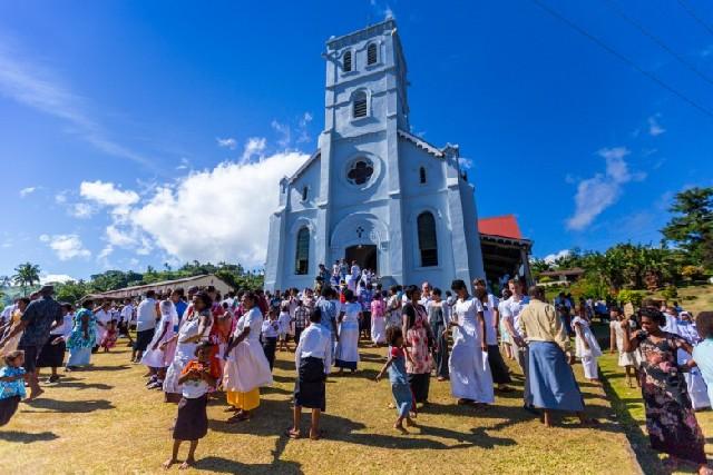 피지 북부 타베우니 섬의 작은 마을로 떠나는 에코투어