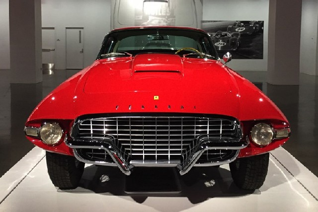 자동차 마니아를 위한 피터슨 자동차 박물관
