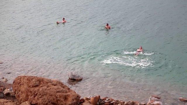 사해, 수영, 사람들