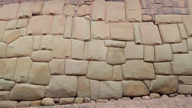 쿠스코 12각돌벽