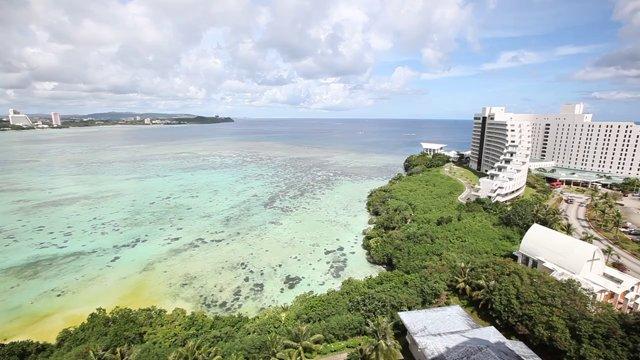괌 호텔과 푸른 바다